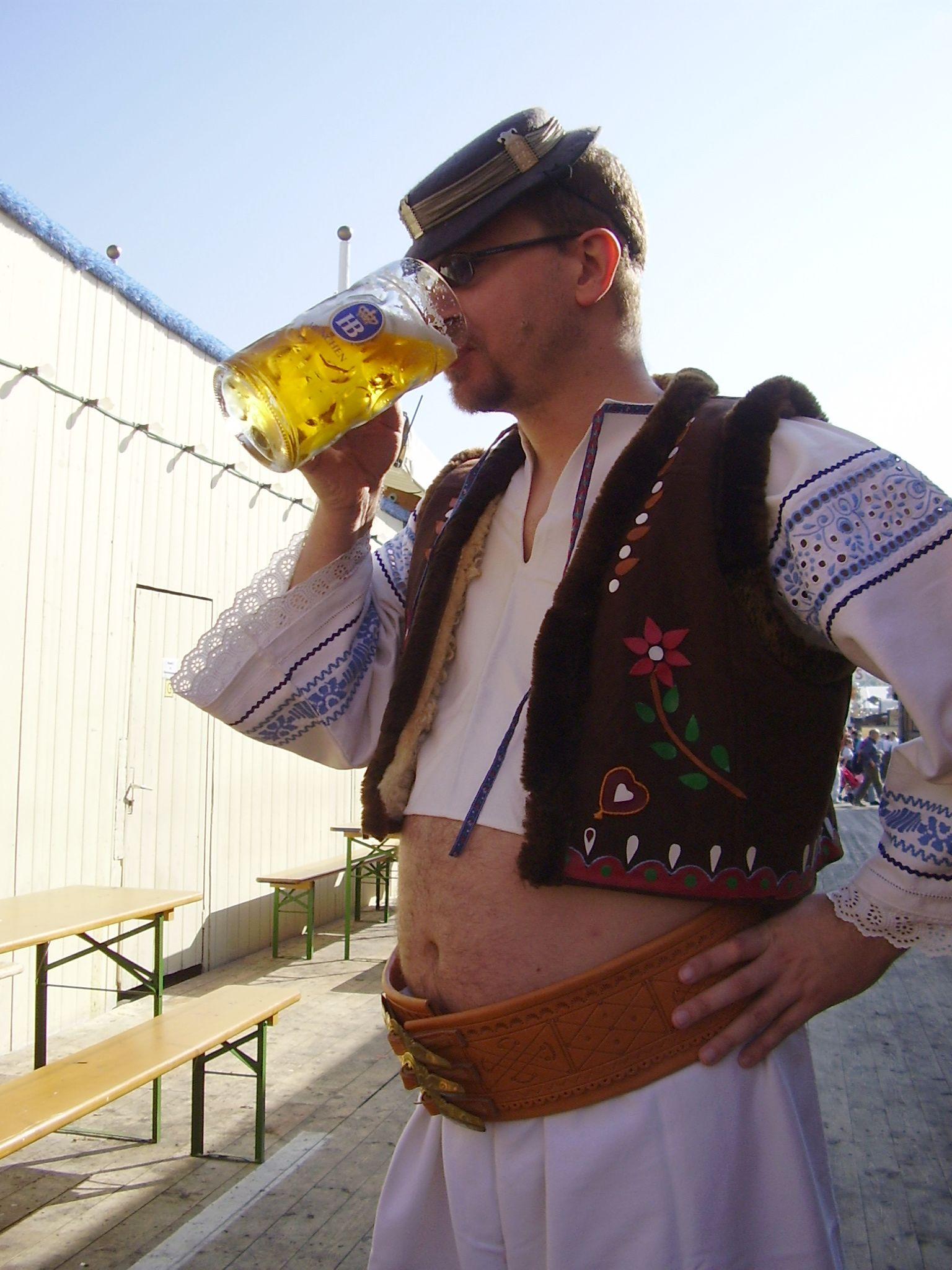 oktoberfest-kroj-a-pivo