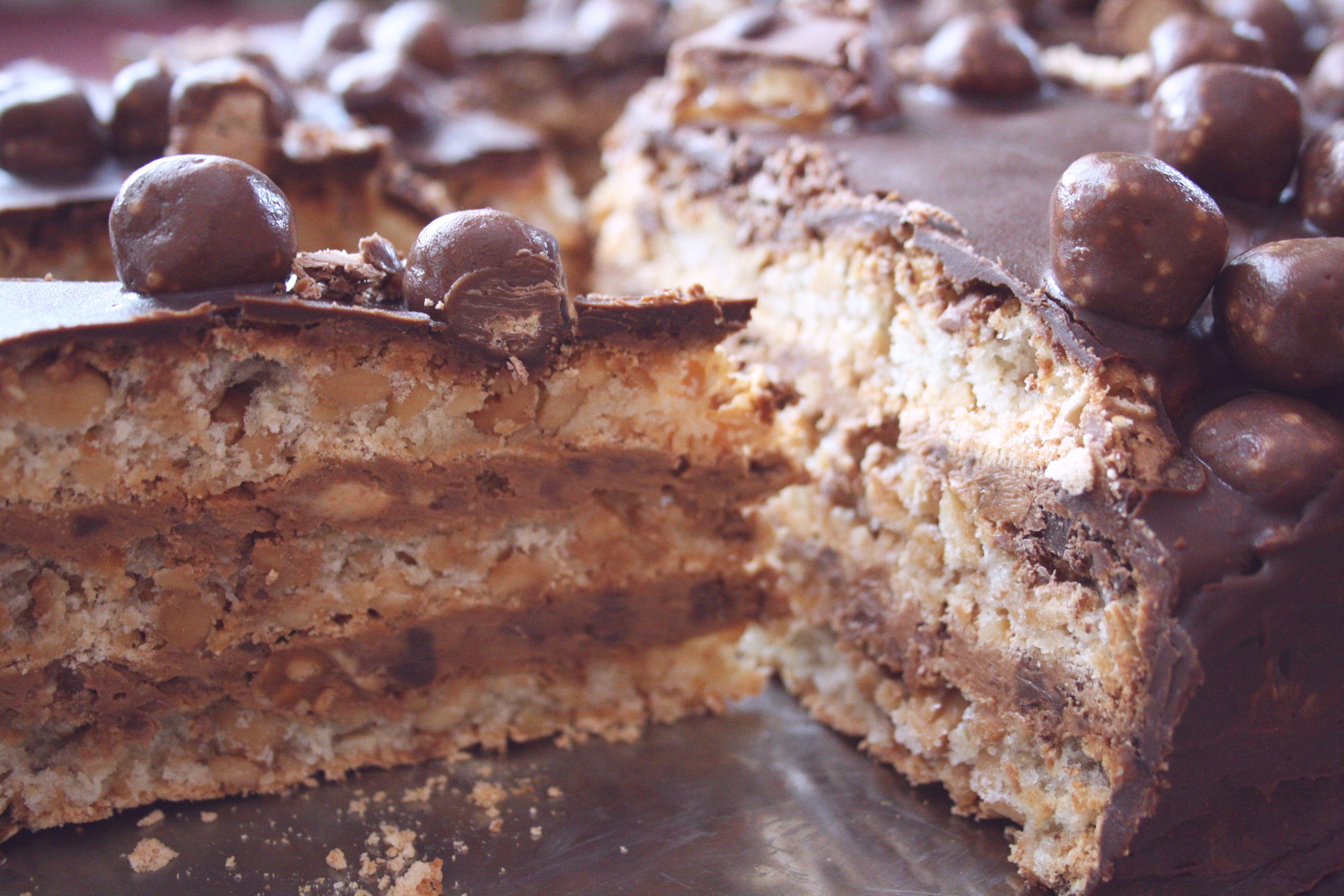 snickers detail narezanej torty