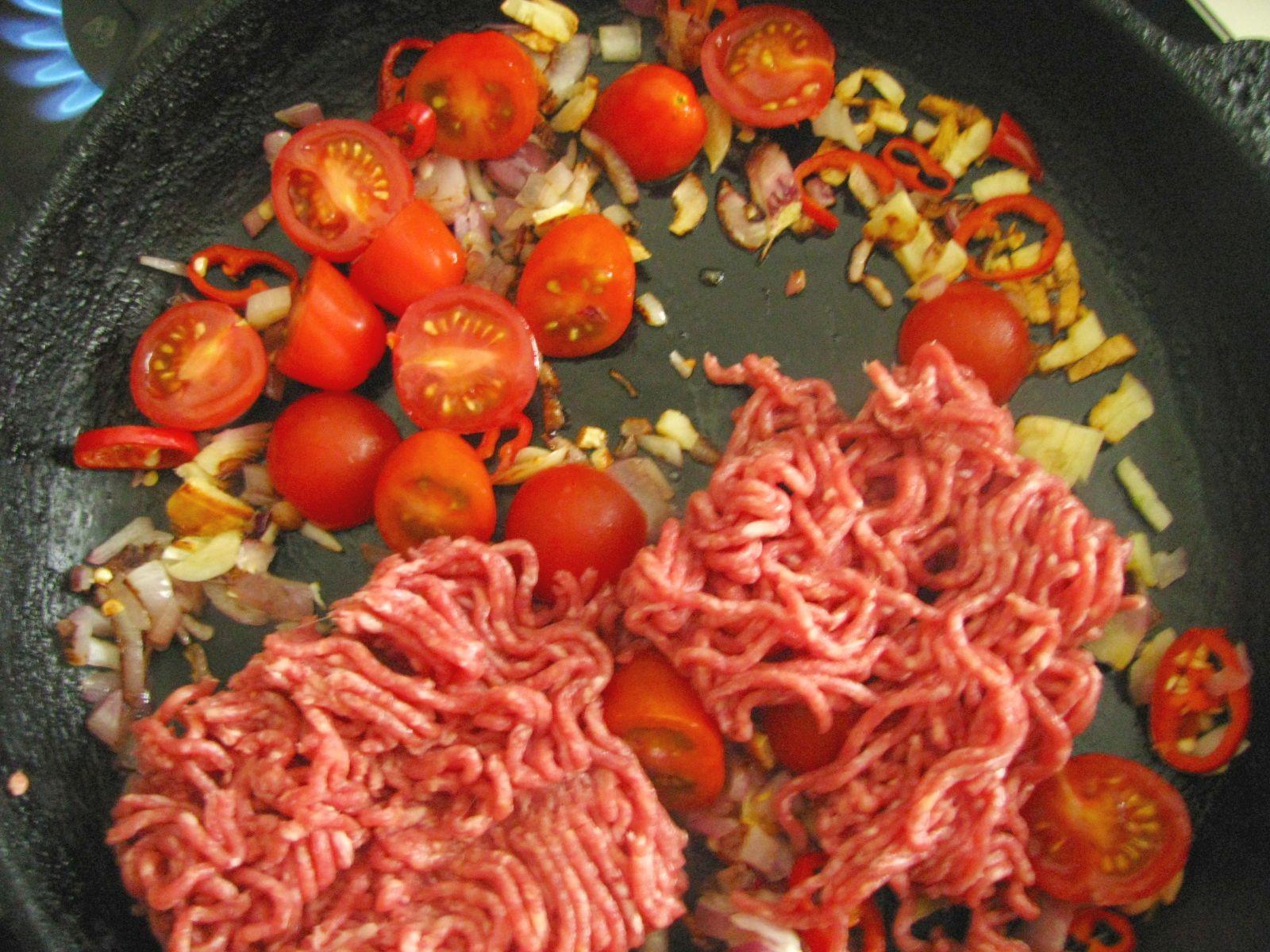 vyprazane pirohy maso na panvici