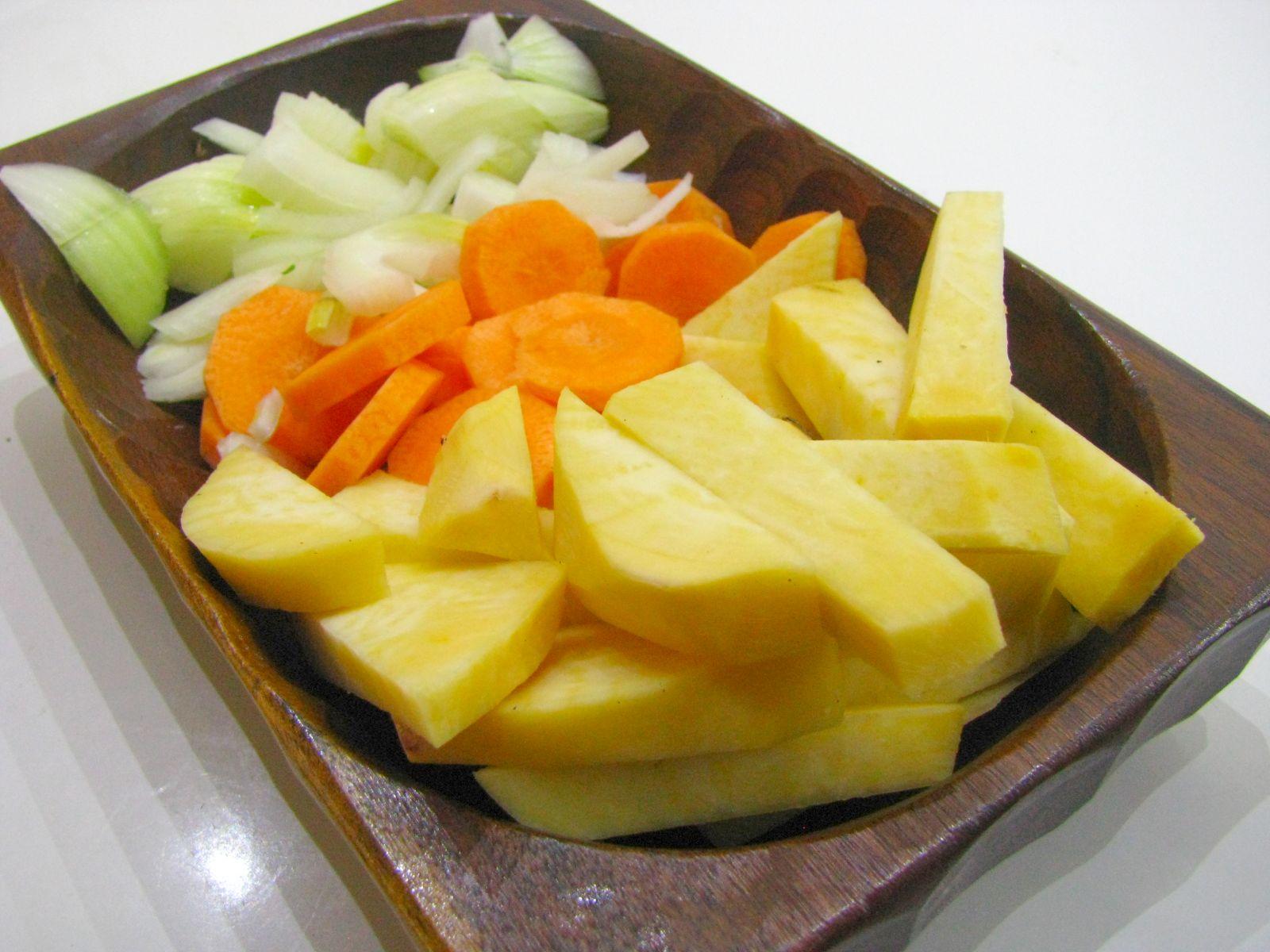 pecena zelenina nakrajana